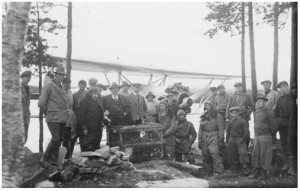 The beavers being readied for loading on the plane in Frösön. Festin on the left of the cage was the passenger with them. Photograph by Nils Thomasson, in Jamtli archive NTh15017