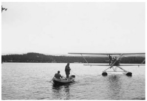 The hydroplane on arrival at Leipikvattnet were the beavers would be released. Photograph by Nils Thomasson, in the Jamtli archive NTH23051.